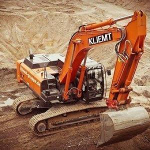 Segurança na operação de escavadeira hidráulica
